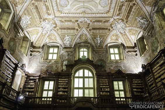 """La Biblioteca Statale Oratoriana dei Girolamini è stata aperta al pubblico in via del tutto straordinaria l'11 ottobre in occasione dell'evento MIBACT """"Domenica di carta 2015""""."""