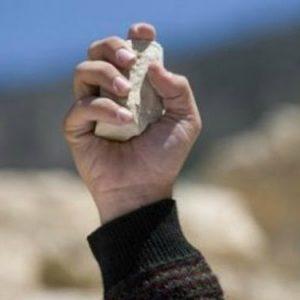 Lapidazione: chi è senza peccato scagli la prima pietra