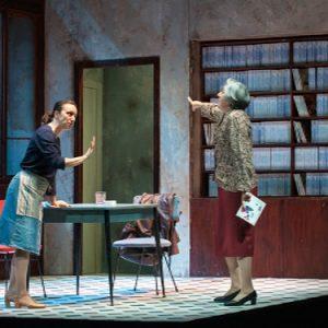 Due donne che ballano di Veronica Cruciani al Teatro Nuovo di Napoli