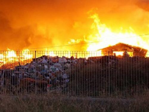 incendio campo rom a Casalnuovo