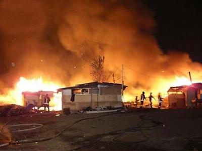 Incendio al campo rom: corteo di solidarietà a Casalnuovo