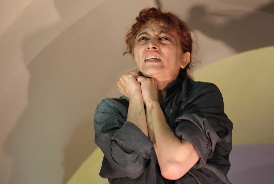 Arlecchino e il suo doppio della Compagnia Hellequin di Pordenone, infatti, racconta del contrasto costitutivo della fragile anima dell'artista moderno della Compagnia Hellequin