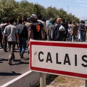 Un muro anti-migranti a Calais