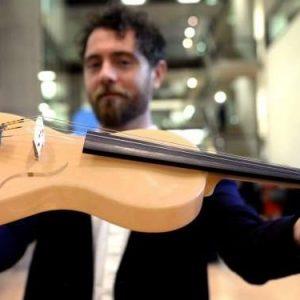 Alessandrini realizza un violino in seta di ragno. Musica e creatività: accordo perfetto
