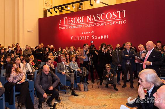 """Sgarbi inaugura """"i Tesori nascosti"""" mostra nella Santa Maria Maggiore alla Pietrasanta"""