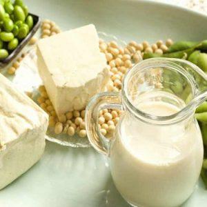 la soia aiuterebbe a combattere il cancro all'intestino grazie a Isoflavoni e sfingadiene