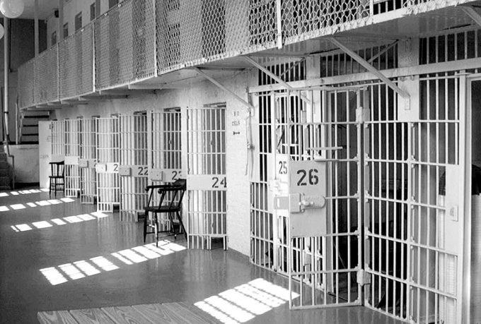 Roman Horoberts e i corpi del reato: il suicidio nelle carceri