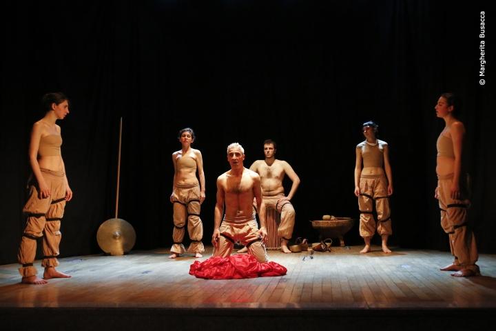 Classico contemporaneo le scimmie nude riscoprono l - Parafrasi di cantami o diva del pelide achille ...