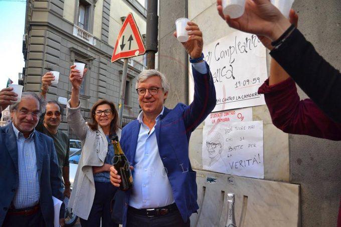 Napoli, un brindisi per Giancarlo Siani in via Chiatamone