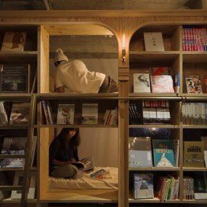 Il nuovo BOOK & BED di Napoli: dormire circondati da libri
