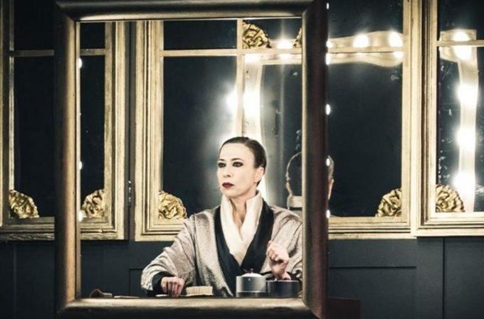 Veronica Pivetti è Viktor und Viktoria: un canto all'amore
