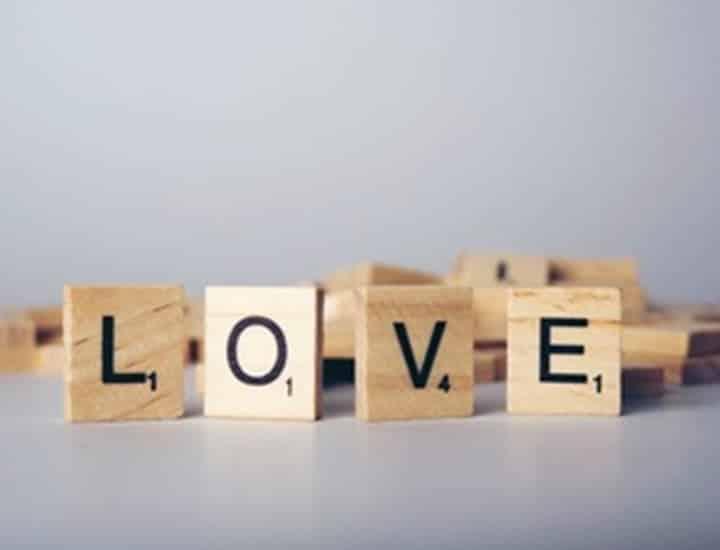 Le 10 frasi d'amore più belle da dedicare e condividere