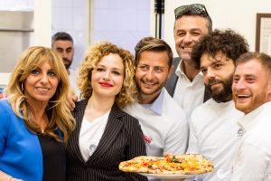 La pizzeria Da Michele, tra pizza e riscatto sociale
