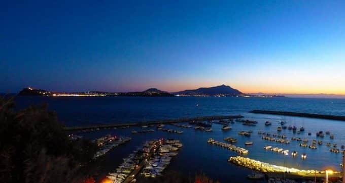 Monte di Procida, storia e leggenda della terrazza flegrea