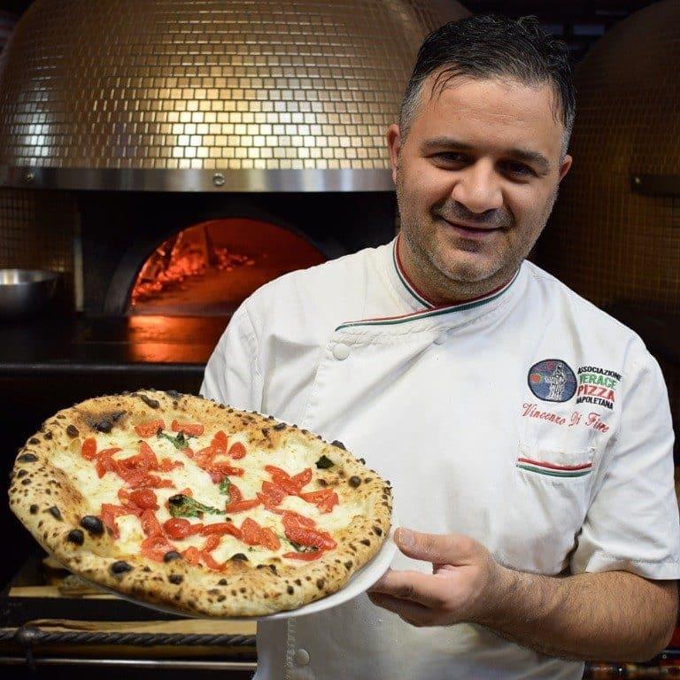 I 10 anni della pizzeria di Vincenzo di Fiore tra progetti e passione