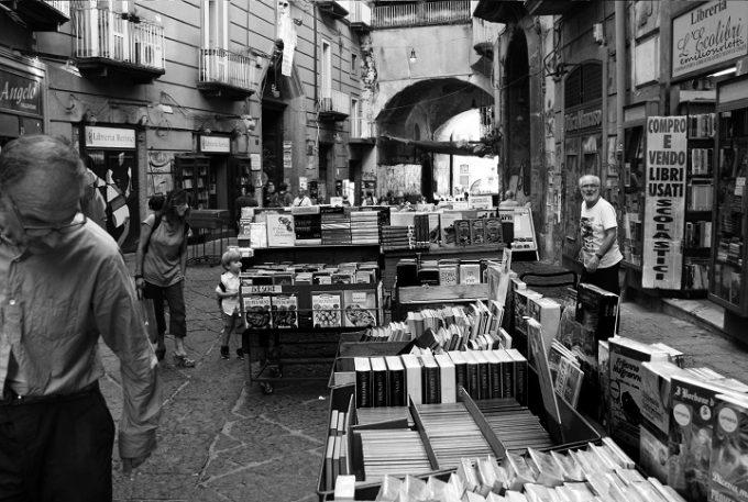 Port'Alba: il varco dei libri nel cuore di Napoli