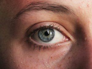 Tre occhi azzurro cielo