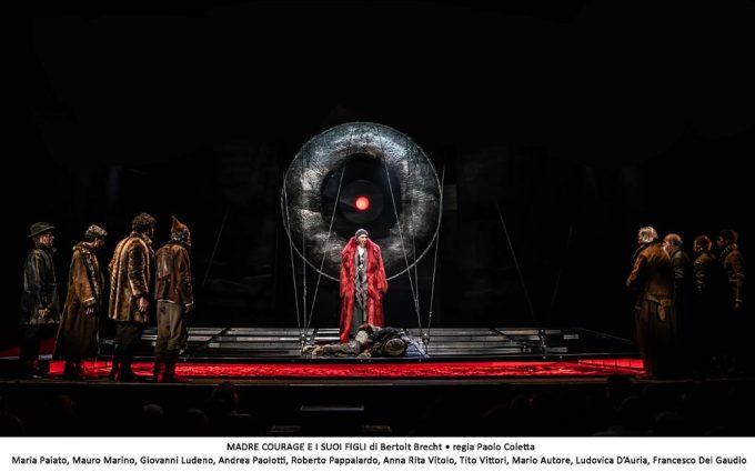 Maria Paiato debutta al Bellini: Madre Courage e i suoi figli