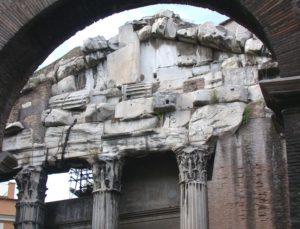 Reimpiego di elementi architettonici in età tardoantica