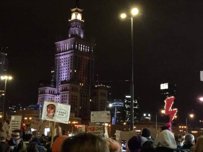 La Polonia in piazza per il diritto all'aborto